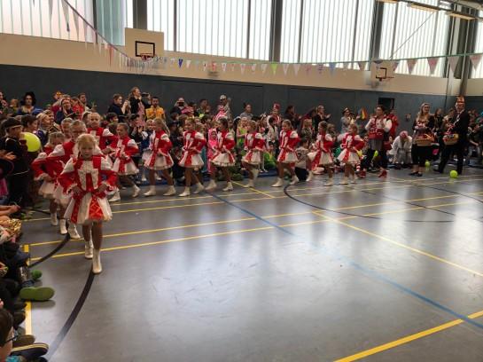 Die Tanzgruppe aus Söven zeigte uns tolle Tänze